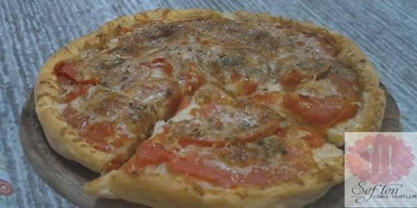 domatesli pizza tarifi